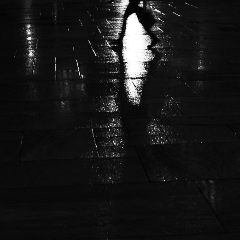 Walking in the rain - a photo by Eirik Jeistad